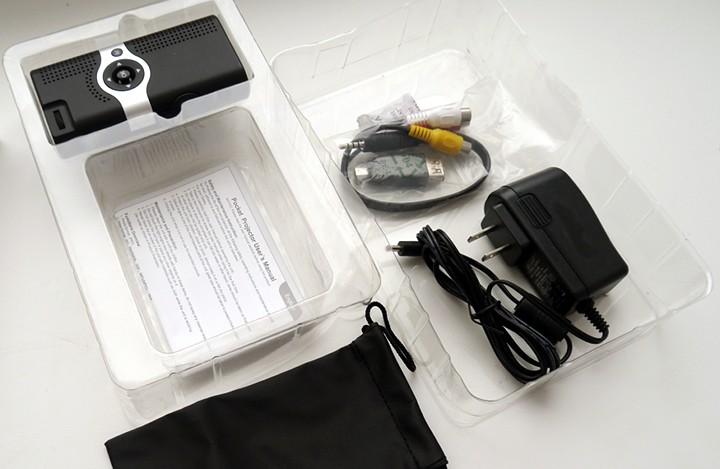 Гаджеты. Устройства для гиков / Карманный китайский проектор