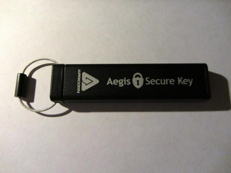 Информационная безопасность / Обзор защищенной флешки Aegis Secure Key