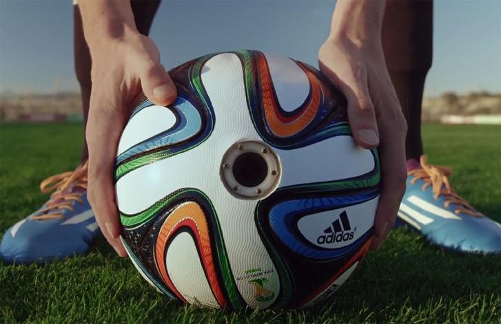 Adidas встроил камеры в футбольный мяч в честь Чемпионата мира по футболу — 2014