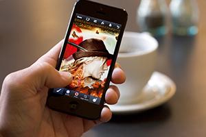 Adobe анонсировала Photoshop для смартфонов