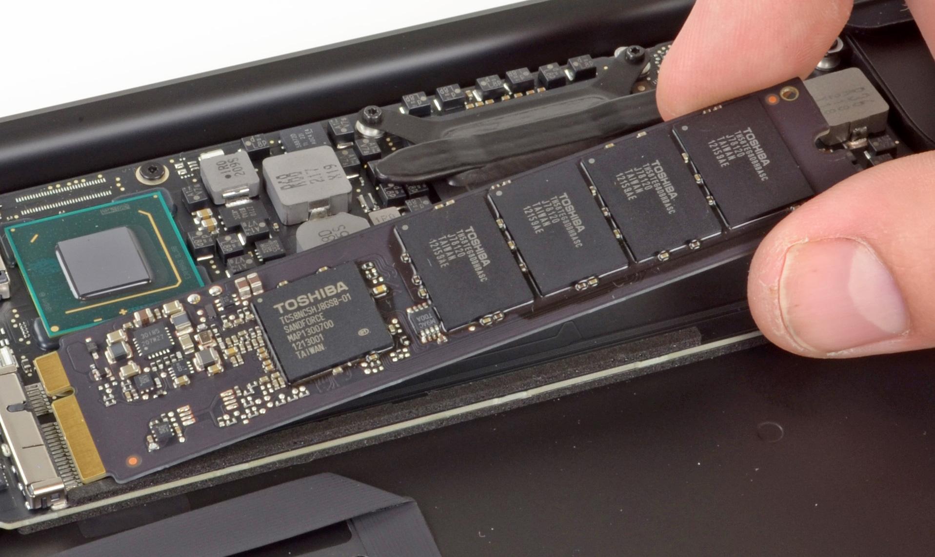 Apple бесплатно заменит 64 и 128Гб SSD в MacBook Air mid 2012