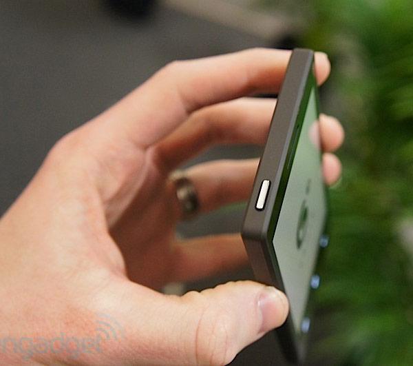 E Ink показала прототип телефона с электрофоретическим экраном
