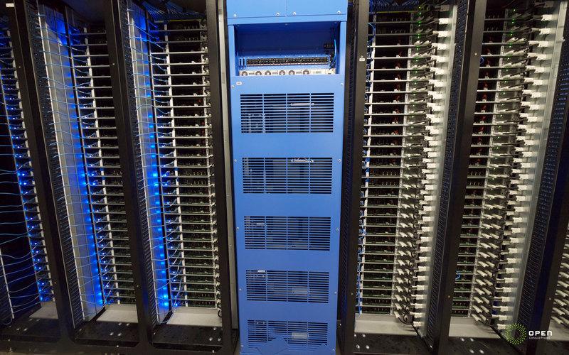 Facebook — от сервера до сети дата центров за 8 лет