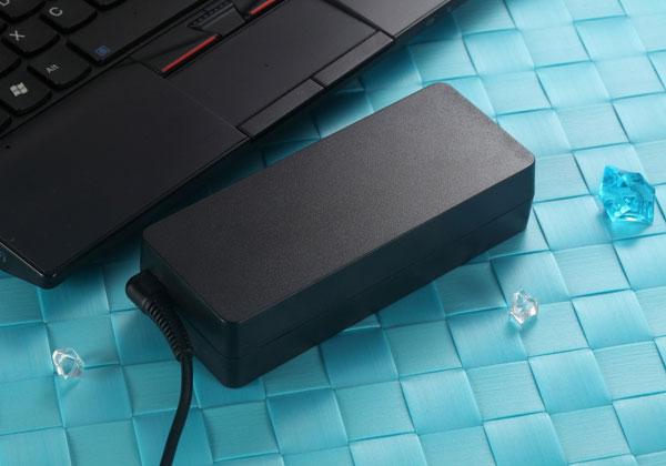 Адаптер Huntkey ES 90W Ultra Edition комплектуется восемью разъемами
