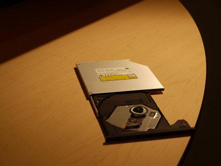 IDF 2012, выставка: тонкие оптические приводы и проекторы Panasonic для ультрабуков