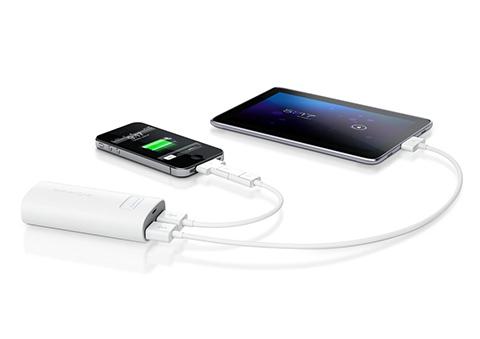 Батарея PocketCell Duo заряжается от порта USB
