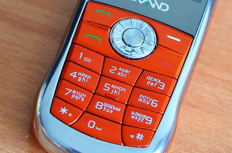 Lexand Mini – телефон а ля Vertu в формфакторе «звонящий брелок»