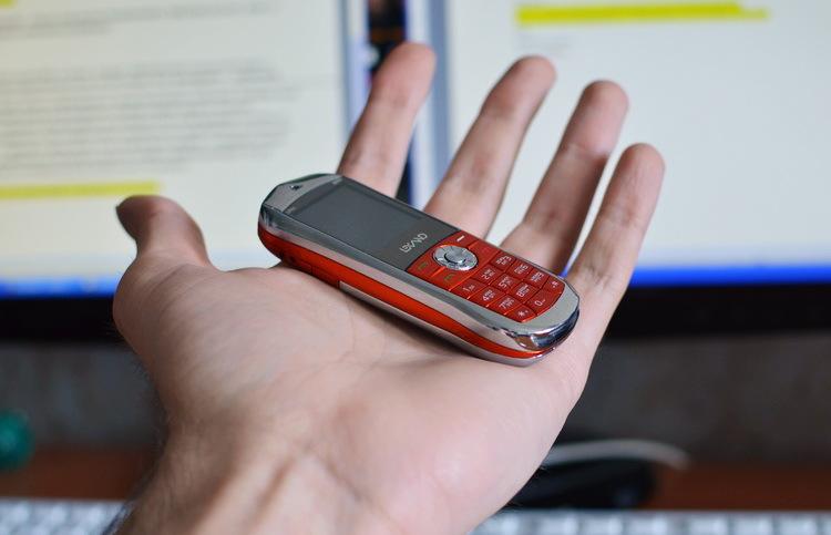 """Lexand Mini - телефон а-ля Vertu в формфакторе """"звонящий брелок"""""""