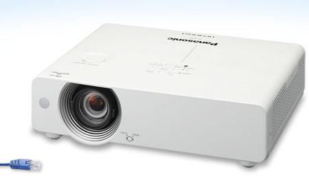 Panasonic впервые в мире использует в компактном проекторе технологию HDBaseT