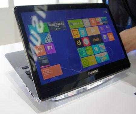 Samsung привезла на IFA ноутбук с двум экранами, работающий под управлением Windows 8