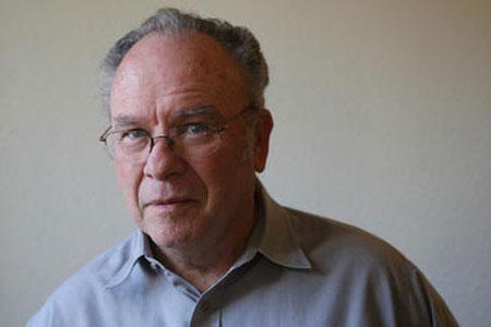 Велвин Хоган (Velvin Hogan), возглавлявший присяжных, скрыл некоторые детали своего прошлого