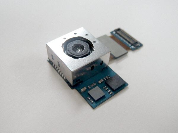 В настоящий момент доступны ознакомительные образцы модуля камеры Samsung разрешением 13 Мп с улучшенным стабилизатором