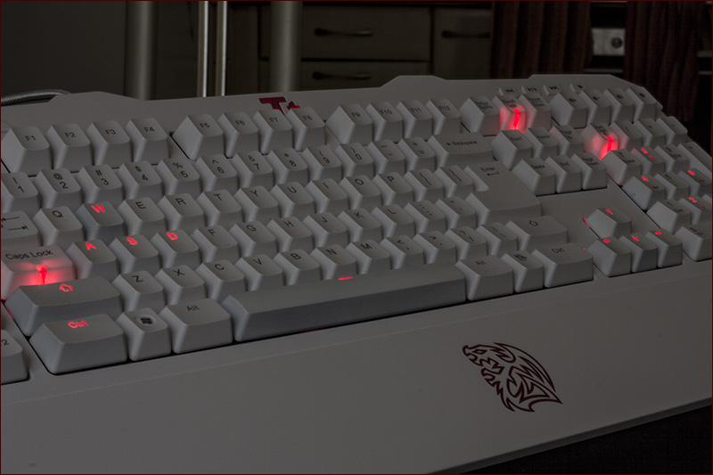 Tt eSPORTS Meka G Unit White – белый рыцарь с механическим сердцем