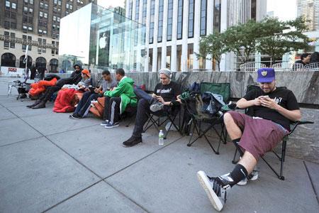 По оценке аналитиков, до конца года может быть продано 58 млн. смартфонов Apple iPhone 5