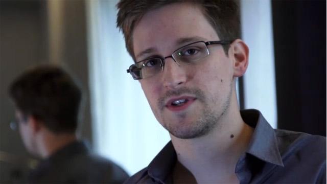 Эдвард Сноуден получил временное убежище в России