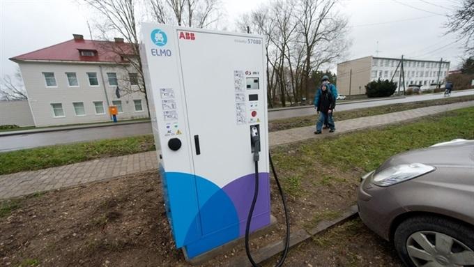 Эстония первой в мире покрыла страну сетью заправок для электромобилей