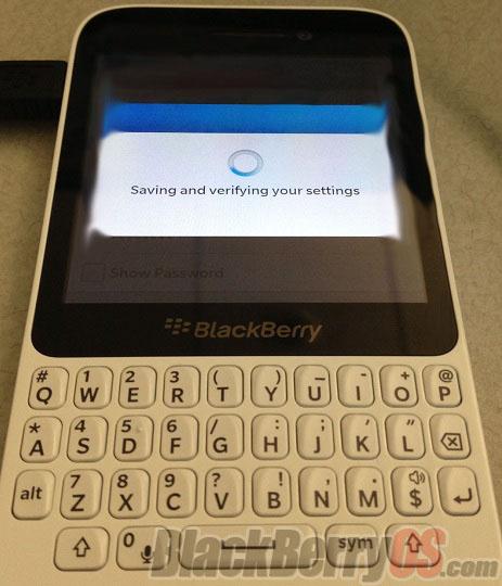 BlackBerry готовит к выпуску смартфон с клавиатурой QWERTY, напоминающий модели Curve