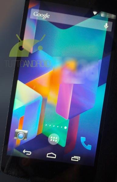 По снимкам можно составить некоторое представление о пользовательском интерфейсе Android 4.4 KitKat