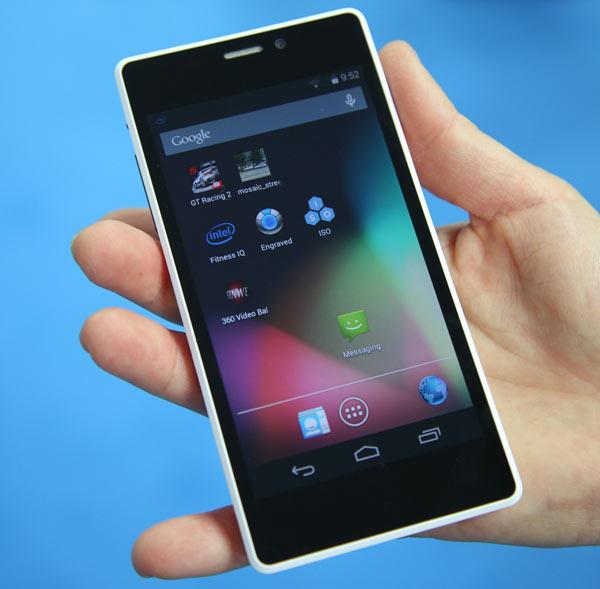 Компания Intel привезла на MWC 2014 референсный дизайн смартфона на платформе Intel Merrifield