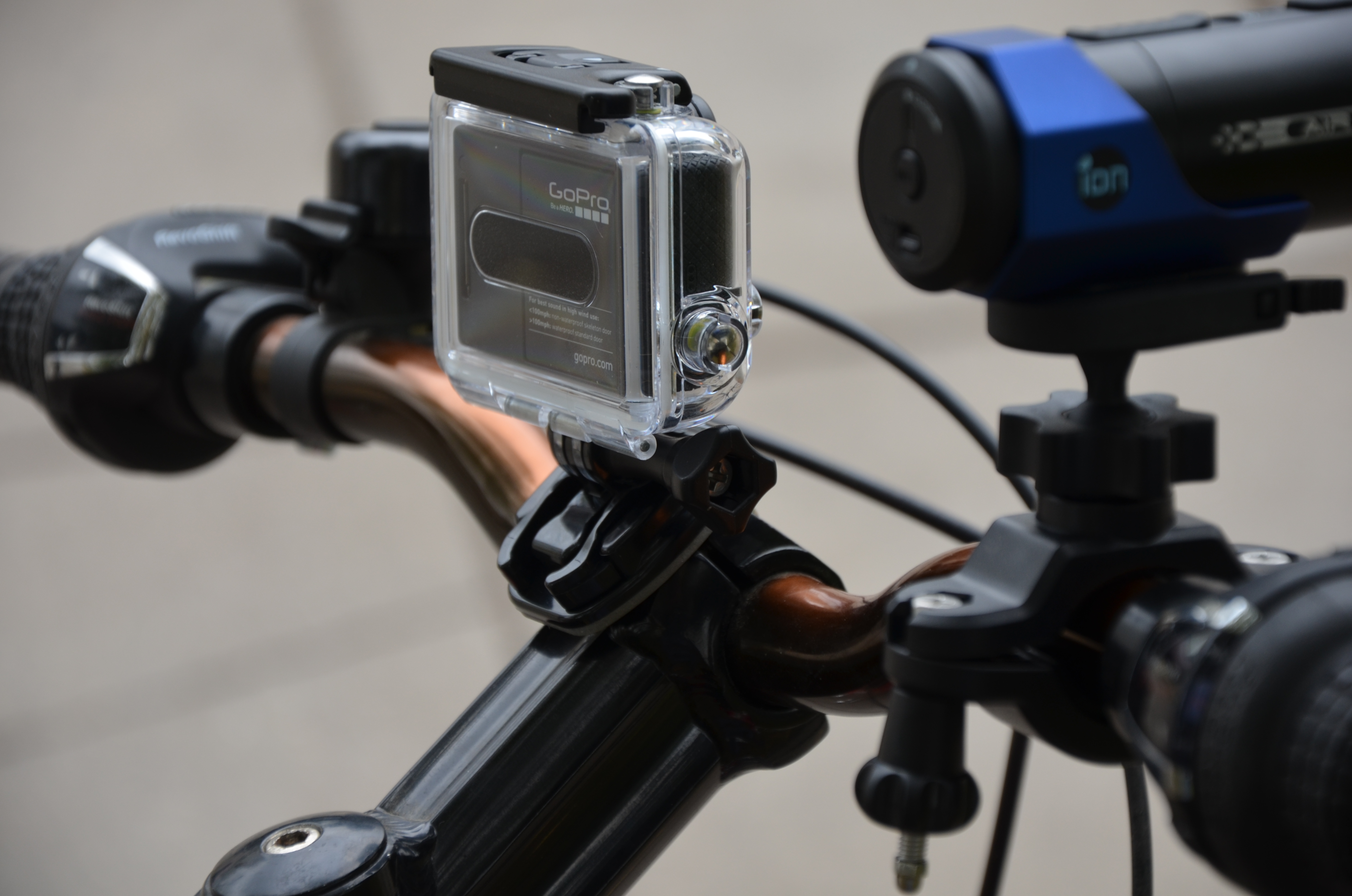 iON Air Pro Wi Fi против GoPro HERO3: White Edition: битва «младших» американцев