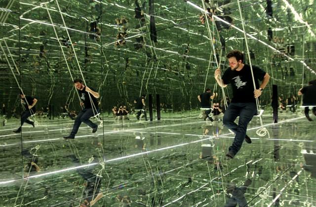 Идеальное зеркало отражает 100% фотонов