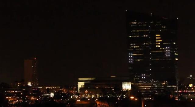 Играем в Pong на стене 29 этажного здания (видео)