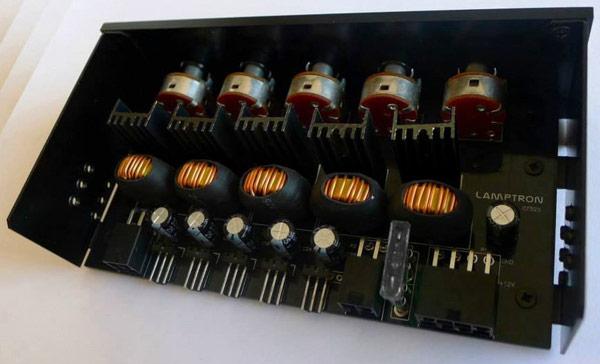 Цена Lamptron CF525 примерно равна $100