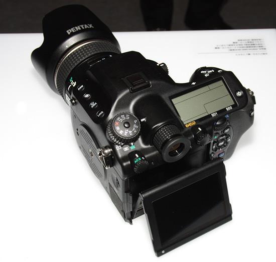 Камера Pentax 645D II была показана на CP+