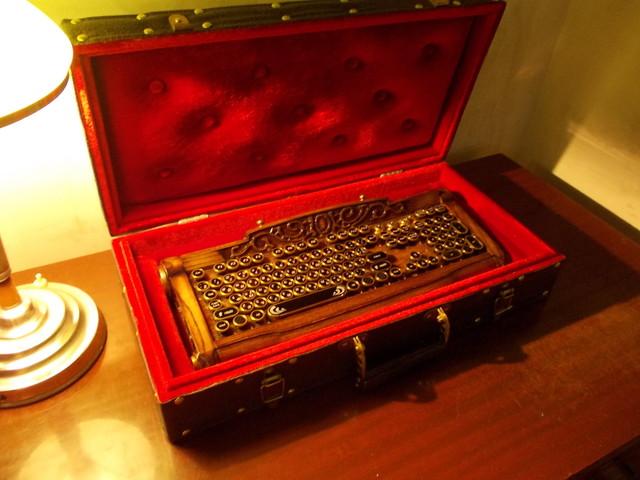Клавиатура, идея, две руки