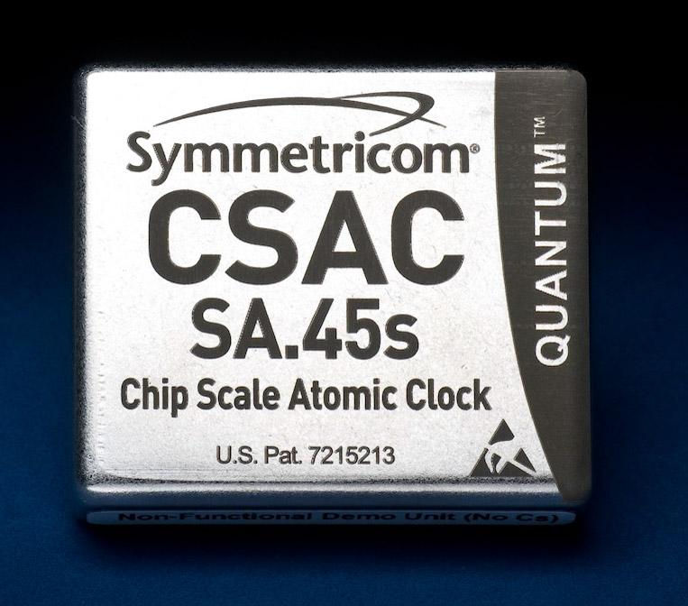 Компания Bathys Hawaii представила первые в мире атомные наручные часы