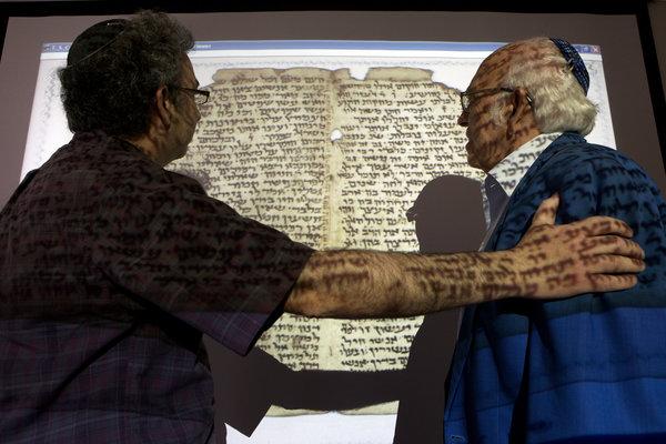 Компьютерный алгоритм пытается соединить 320 000 фрагментов рукописей
