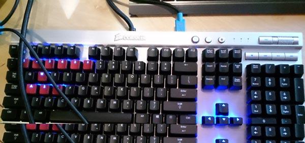Компания Corsair привезла на Computex новые клавиатуры с выразительным открытым дизайном