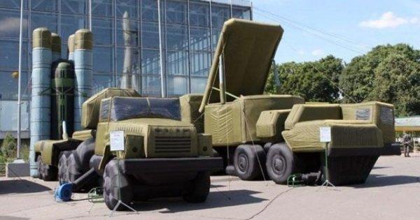 Российские надувные макеты ракетных и радарных установок