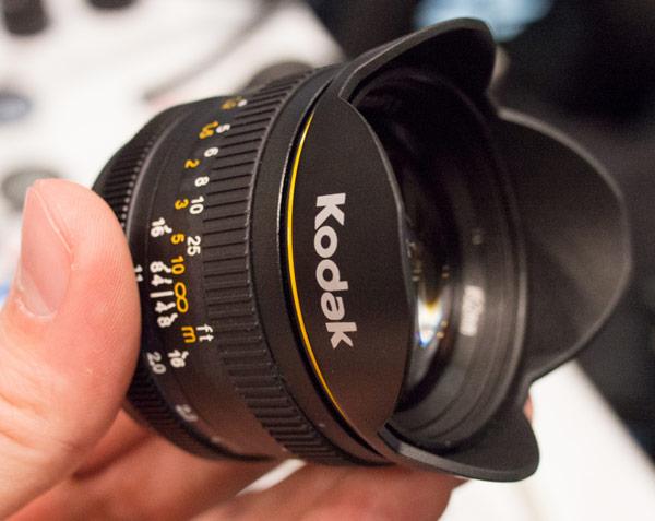 Объективы под маркой Kodak для камер системы Micro Four Thirds выпускает компания Sakar