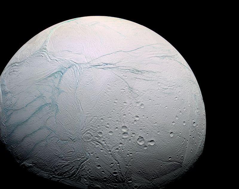 На Энцеладе найден потенциально обитаемый подлёдный океан