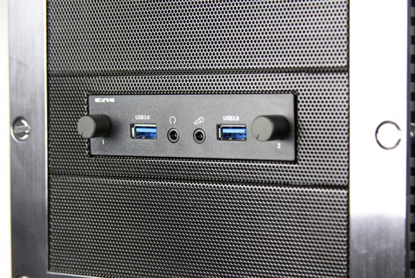 На панели Scythe Kaze Station II разъемы USB 3.0 соседствуют с регуляторами скорости вращения вентиляторов и звуковыми разъемами