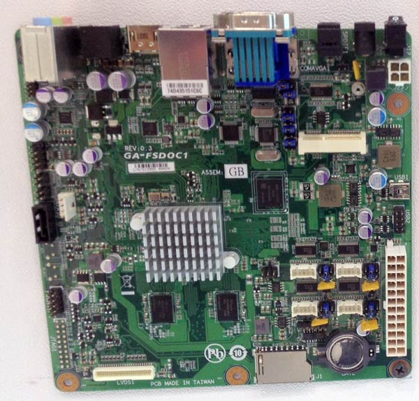 Оснащение платы Gigabyte GA-FSD01C включает один порт SATA 3 Гбит/с