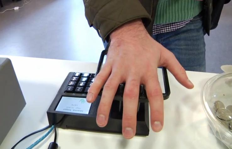 Новая биометрическая технология электронных платежей Pay By Palm от Quixter сканирует вены ваших ладоней