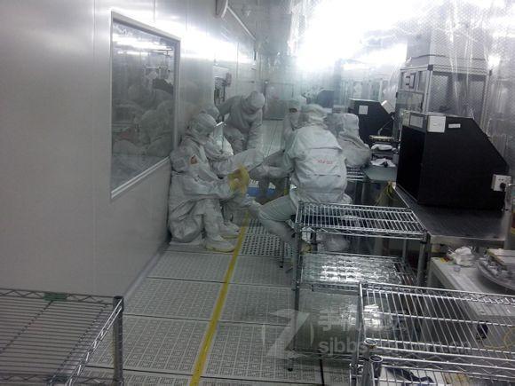 Работники завода во время «перекура»