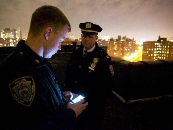 Смартфоны позволяют полицейским моментально получать самые разнообразные данные из служебных баз данных