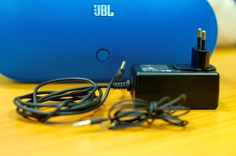 Обзор JBL PowerUp — беспроводной колонки с индукционной зарядкой