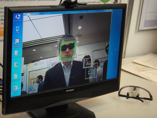 Очки для защиты лица от распознавания автоматическими системами наблюдения