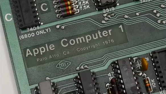Один из шести оставшихся в рабочем состоянии компьютеров Apple 1 продан за 671 400$