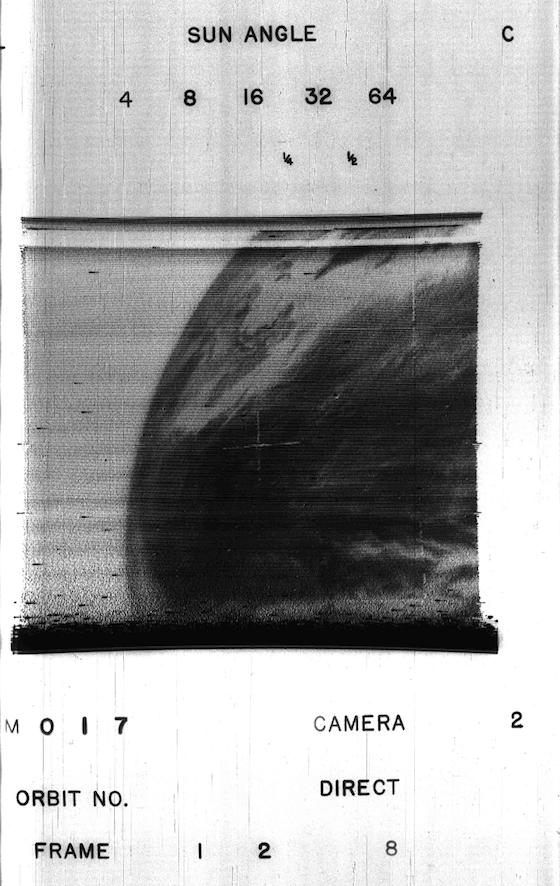 Первые телевизионные изображения Земли с первого погодного искусственного спутника (53 года назад)