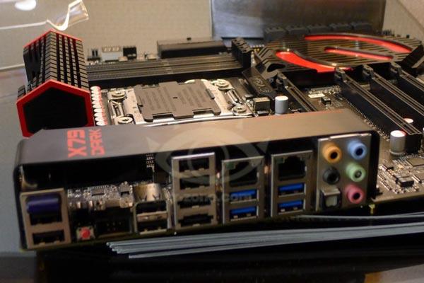 Оснащение EVGA X79 Dark включает десять портов SATA