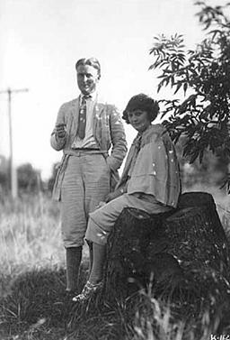 Скотт Фицджеральд с женой Зельдой