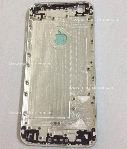 На фото корпуса Apple iPhone 6 хорошо видны прорези в форме логотипа компании