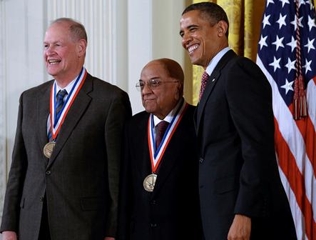 Президент Барак Обама наградил ученых из IBM национальными медалями