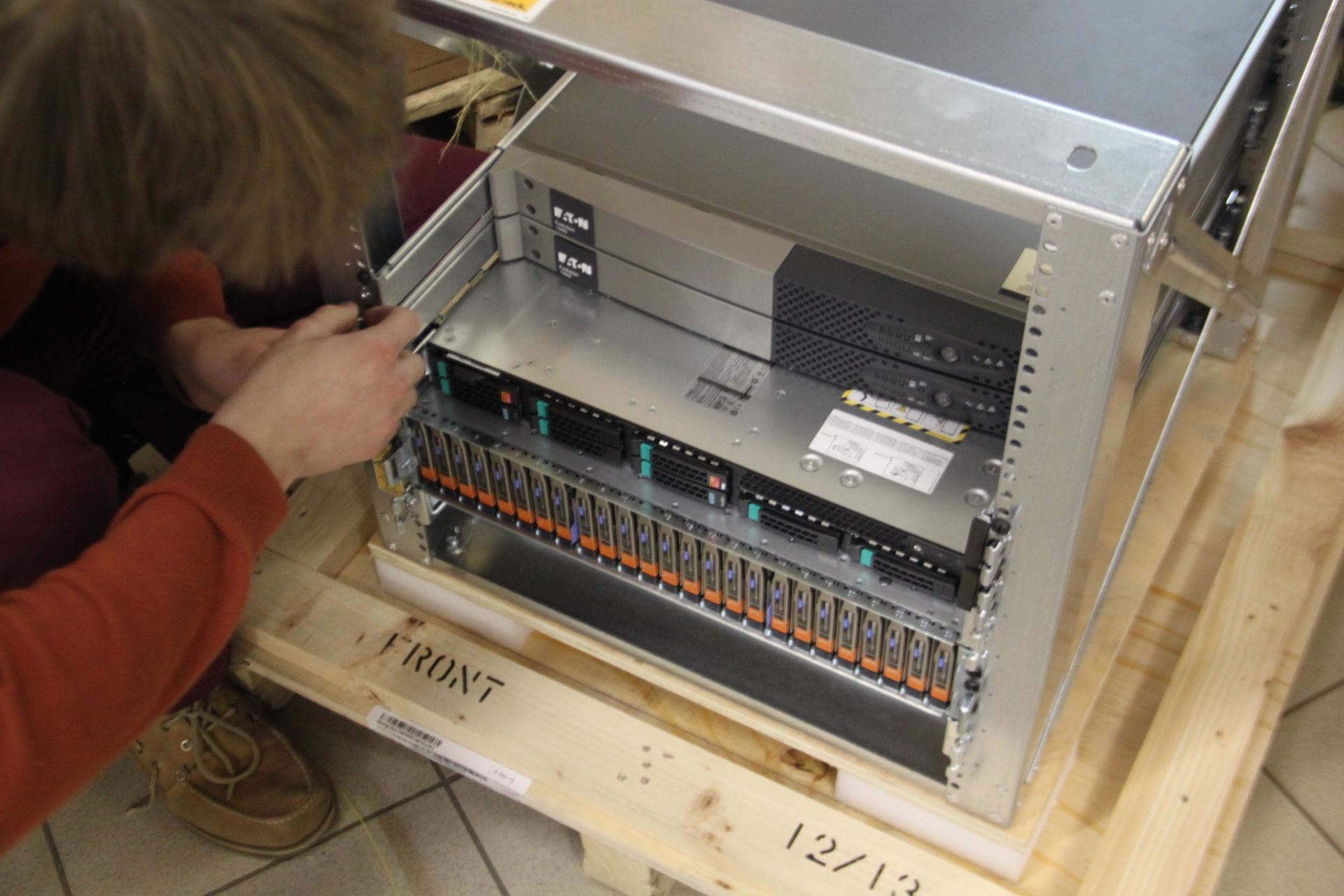 Приглашаю на тест драйв коробки за 28 миллионов рублей – СХД EMC XtremIO