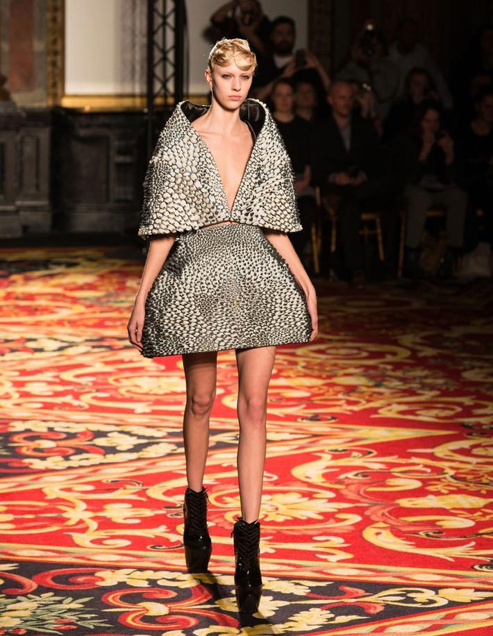 Распечатайте ка мне пожалуйста вот это платье
